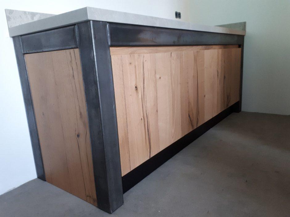 Buitenkeuken buiten of binnen blauw staal met eiken balk motief composiet blad Maatwerk op maat hout K2 Keukens en Meubels vakmanschap 3
