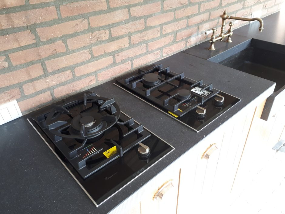 Buitenkeuken op maat laten maken maatwerk keuken hout K2 Keukens en Meubels Exclusief 249_resized