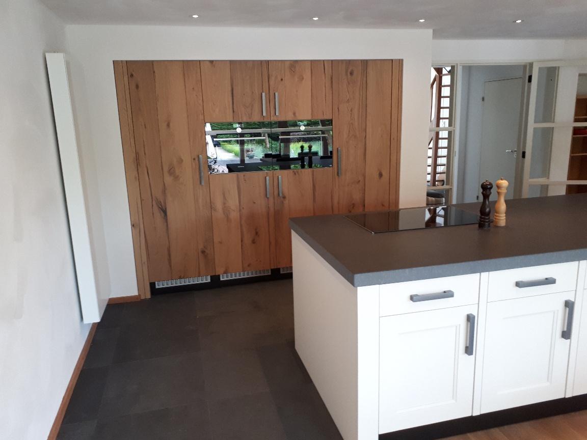 Maatwerk houten eiken keuken met veel opbergruimte
