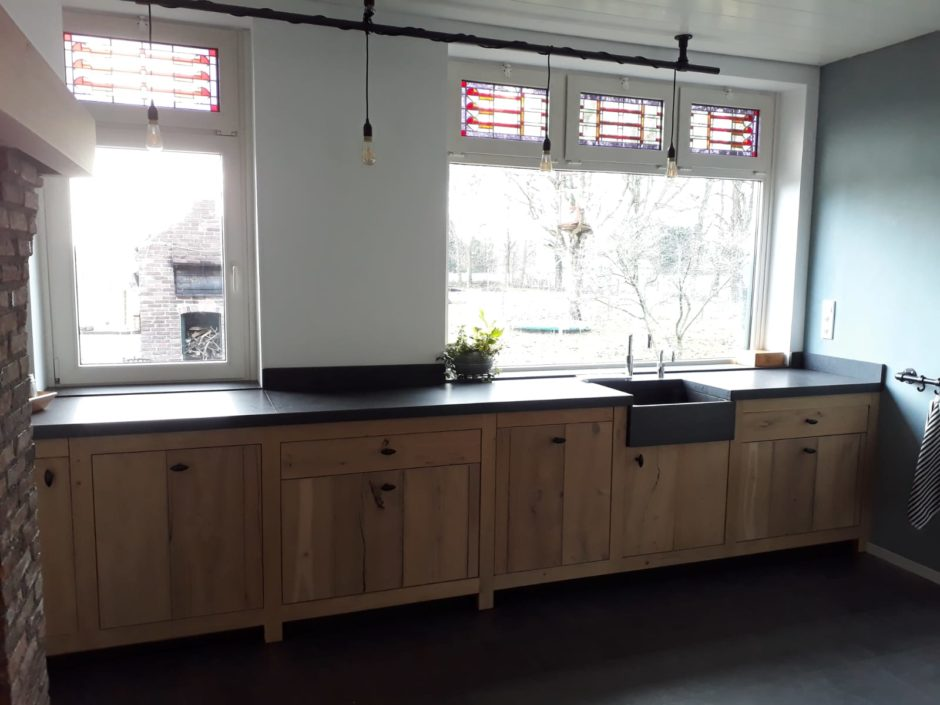 Landelijke keuken laten maken massief eiken fornuis handgemaakt keuken Maatwerk op maat hout K2 Keukens en Meubels vakmanschap 3