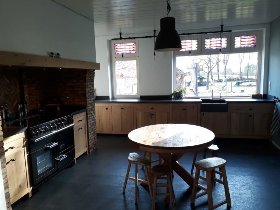 Landelijke keuken laten maken massief eiken fornuis handgemaakt keuken Maatwerk op maat hout K2 Keukens en Meubels vakmanschap 5