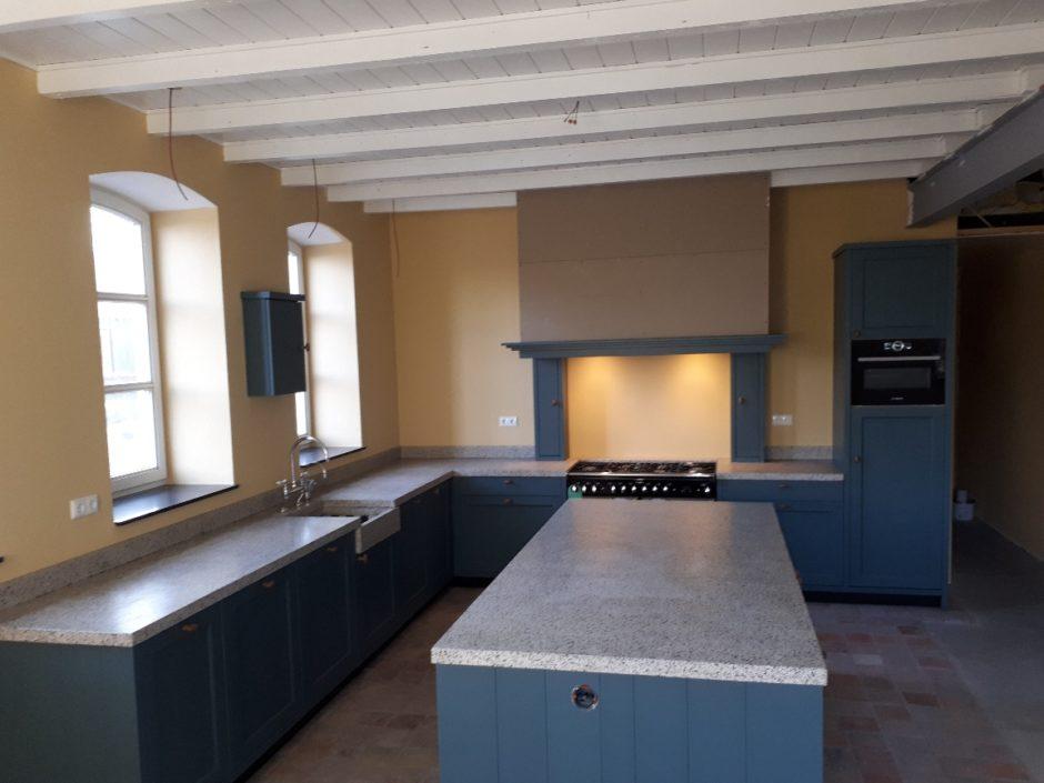 Landelijke keuken massief essen met Terasso blad handgemaakt keuken Maatwerk op maat hout K2 Keukens en Meubels Exclusief 130_resized