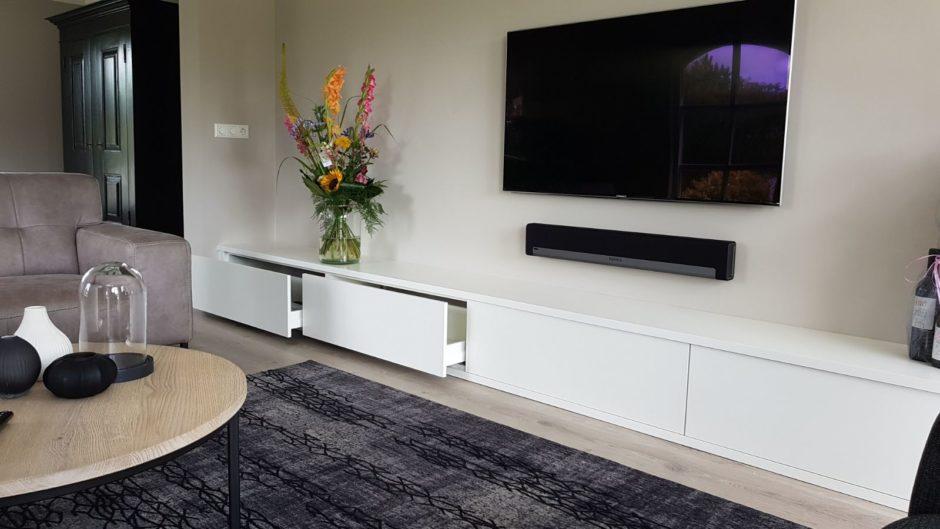 Maatwerk interieur tv meubel handgemaakt Maatwerk meubels op maat hout K2 Keukens en Meubels Exclusief0