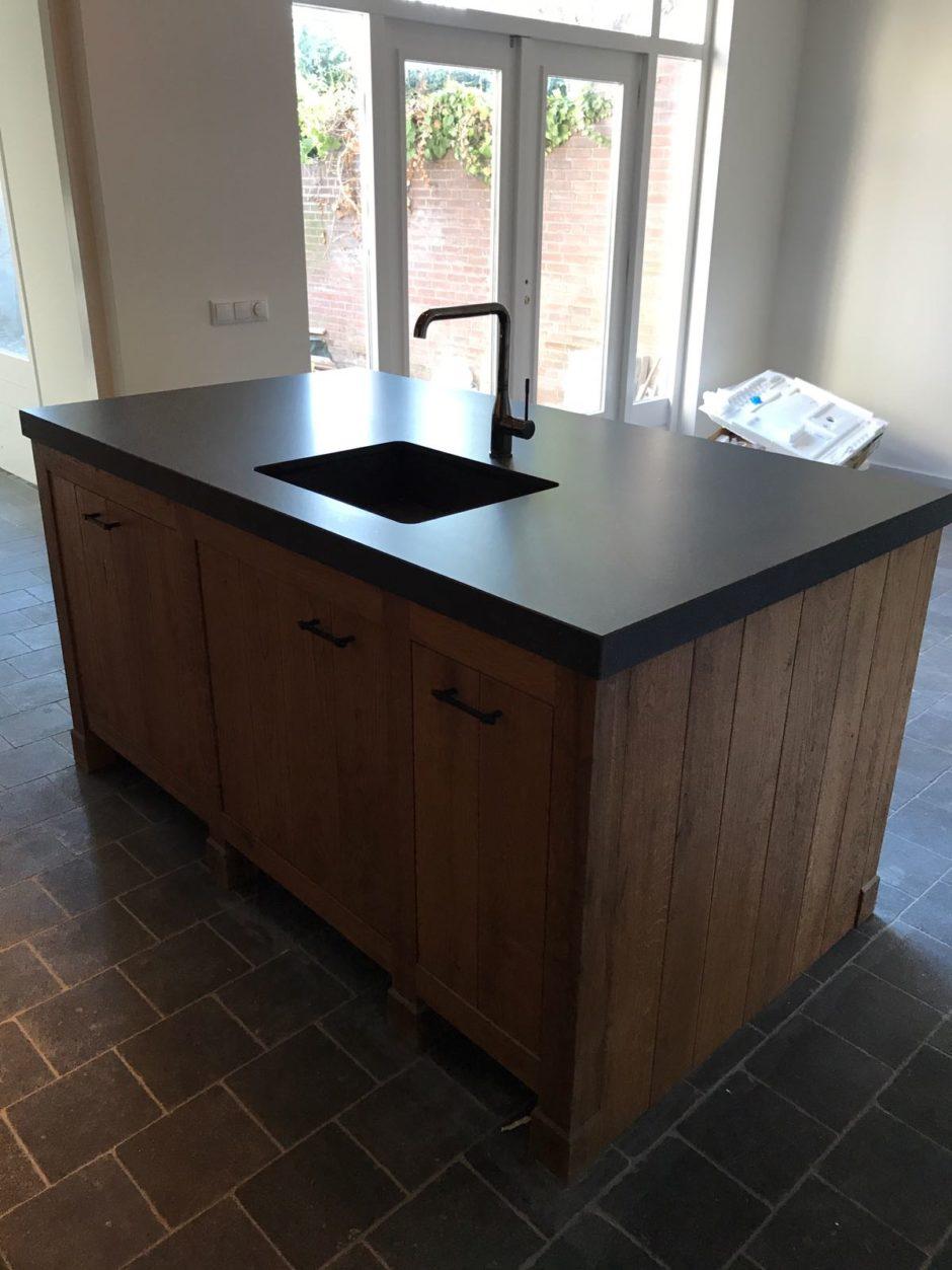 Massief eiken keuken met kader op eiken pootjes op maat hout maatwerk keuken K2 Keukens en Meubels Exclusief 4