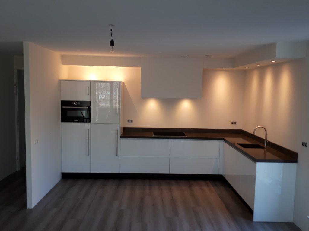 Moderne keuken op maat greeploos