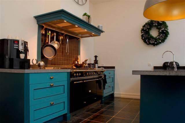 groen-blauwe boeren keuken