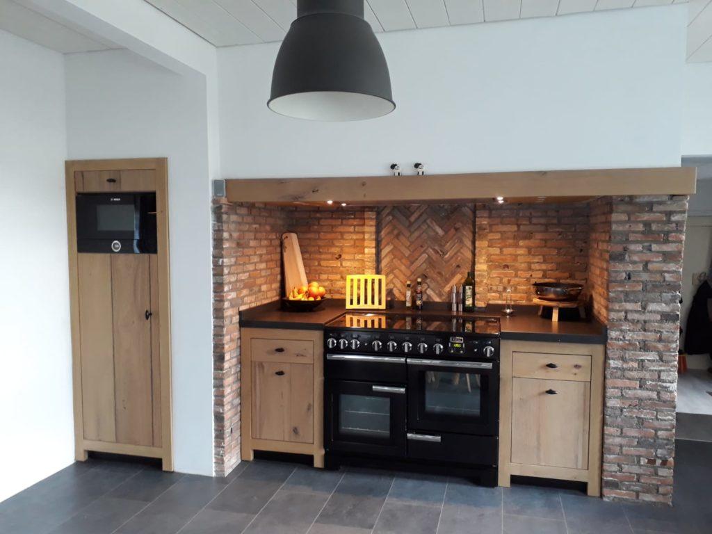 Landelijke keuken op maat gemaakt en geplaatst in Breda